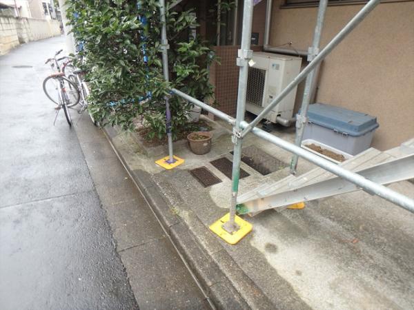 (1) 建物正面仮設足場掛け