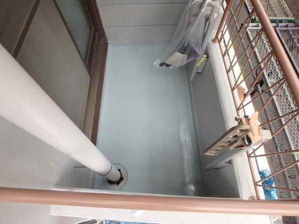 (10)ベランダ床防水(主剤塗布)1