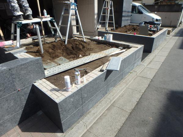 (11)花壇側石貼り工事 (2)