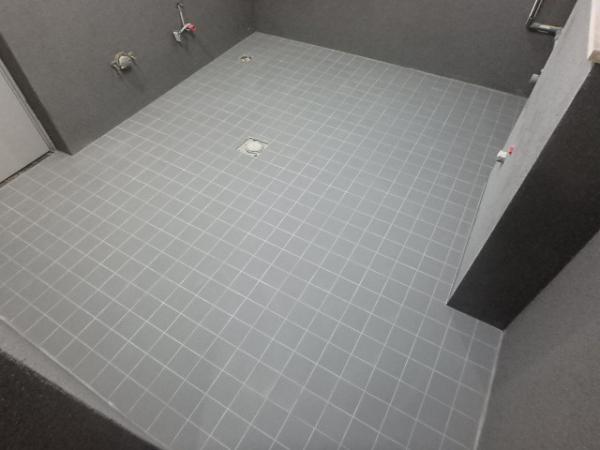 (12)トイレ床タイル貼り3