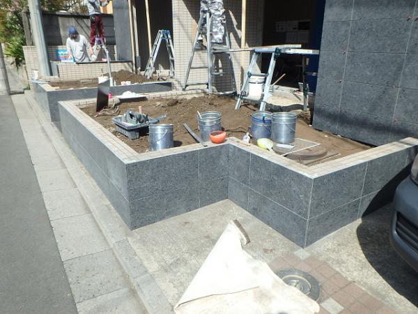 (12)花壇側石貼り工事