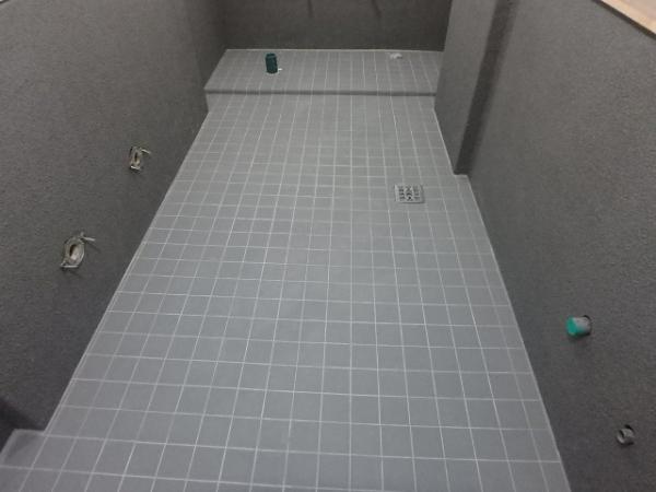 (13)トイレ床タイル貼り4