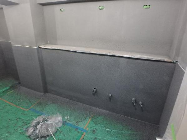 (4)トイレ壁吹付け塗装1