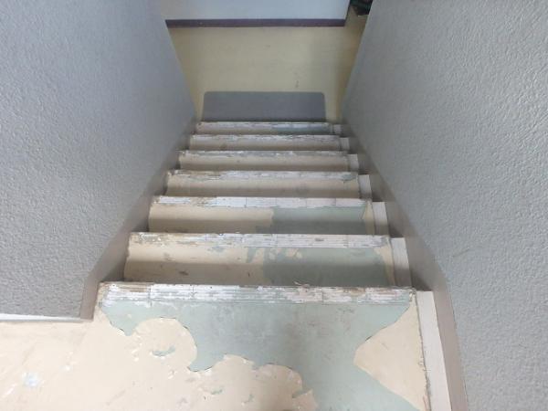 (4)階段長尺シート撤去1