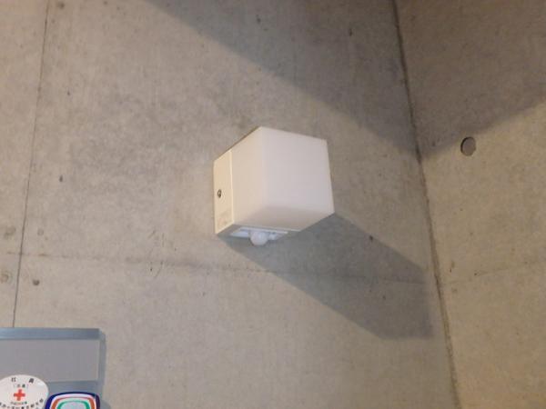 (4)302号室前壁付照明器具交換