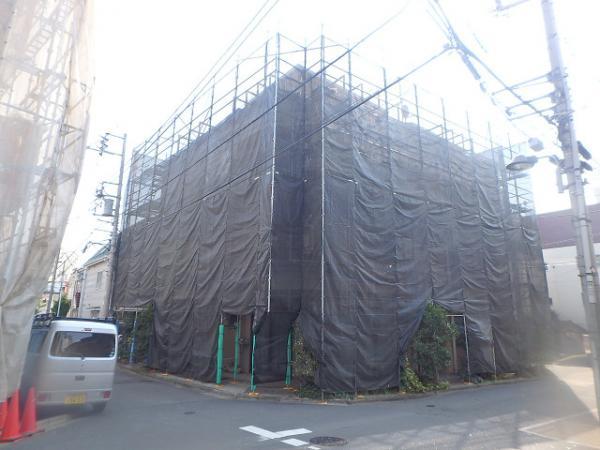 (8)建物正面仮設足場掛け完了