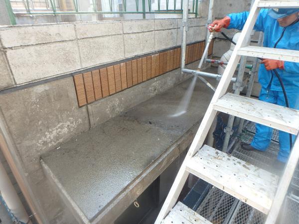 (8)3階庇廻り高圧洗浄