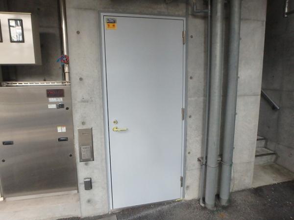 (15) 1階ゴミ置き場SD錆止め塗装