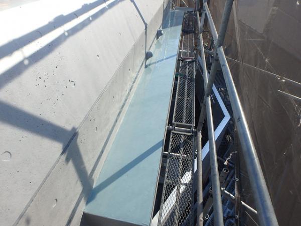 (8) 屋上庇防水主剤塗布