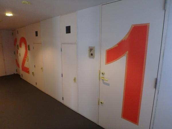 (9) 廊下塗装養生、下塗り1