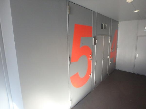 (13) 廊下塗装完了2