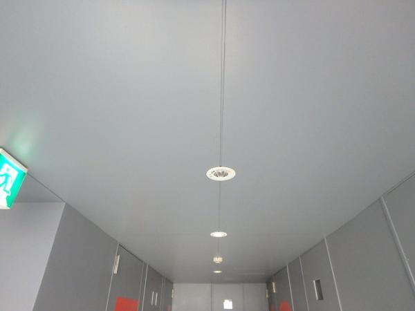 (15) 廊下天井塗装完了