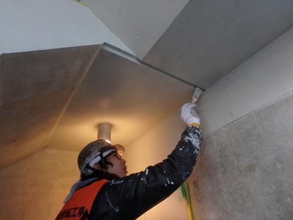 (2) 階段室塗装2