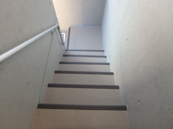 (6) 階段長尺シート貼り1