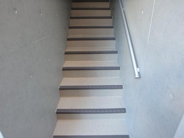 (7) 階段長尺シート貼り2