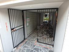 5.建物左面入口門扉塗装