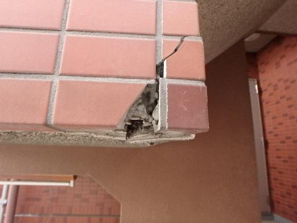 (4)外壁タイル破損部