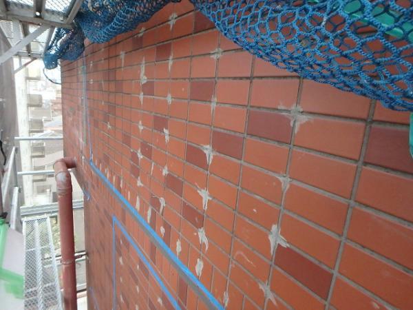 (5)外壁タイル注入補修1