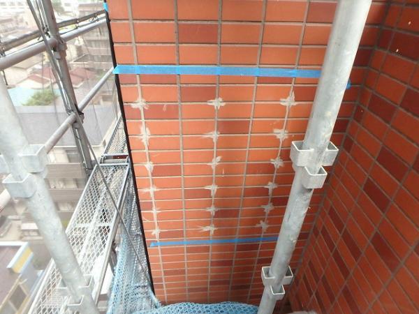 (6)外壁タイル注入補修2