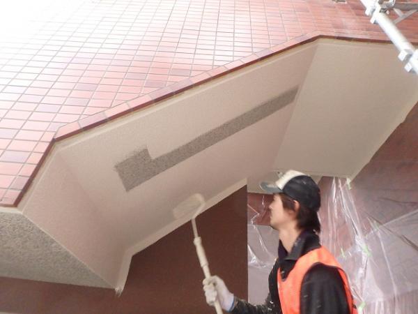 (1) 階段天井塗装1