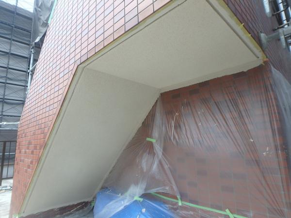 (3)階段天井塗装完了1