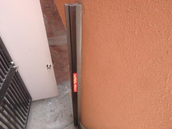 (8)屋上門扉まわりシーリング打設