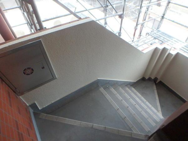 (7)階段腰壁塗装1