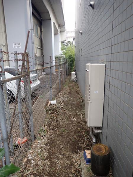 (2) 建物裏除草作業