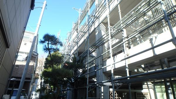 (9) 建物左面仮設足場掛け3