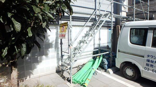 (15) 建物正面昇降階段設置