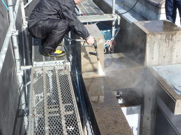 (2) 外壁コンクリート打放し面 高圧洗浄1