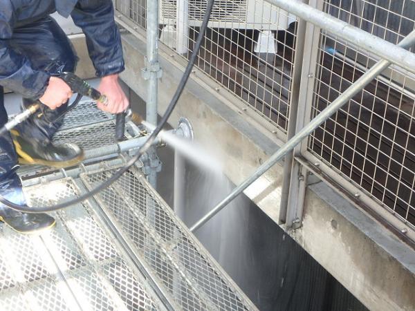 (3) 外壁コンクリート打放し面 高圧洗浄2