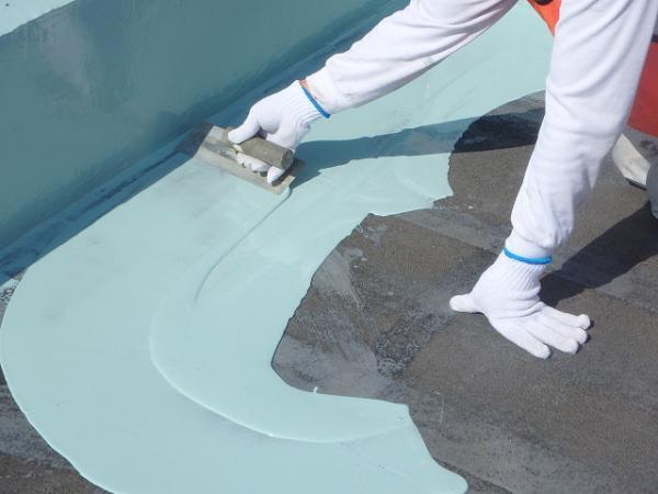 (14) 屋上床防水主剤塗布(一層目)