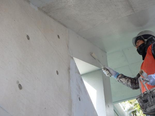 (1) 階段廻り塗装下塗り