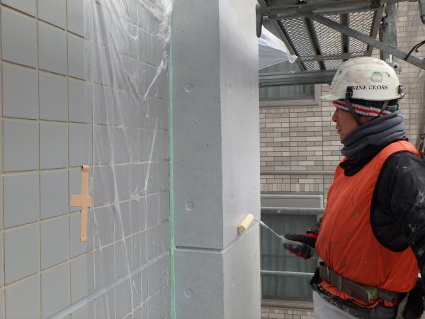 (2) 2階壁面仕上げ塗装作業