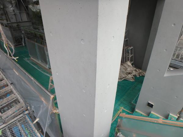 (3) 2階柱面塗装仕上げ