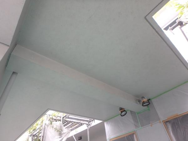 (8) 1階共用部天井塗装仕上げ1