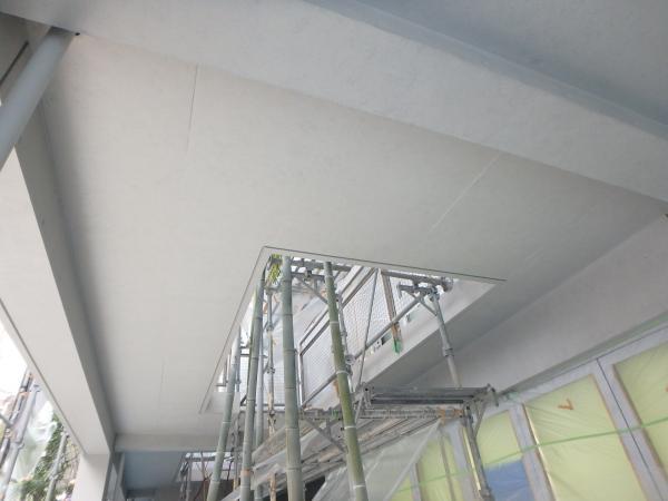 (9) 1階共用部天井塗装仕上げ2