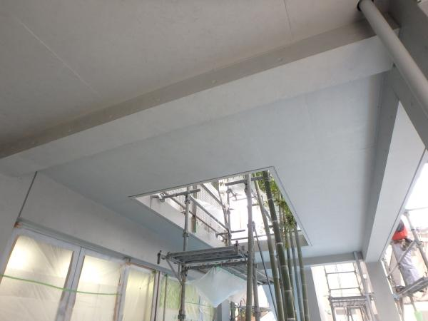 (10) 1階共用部天井塗装仕上げ3