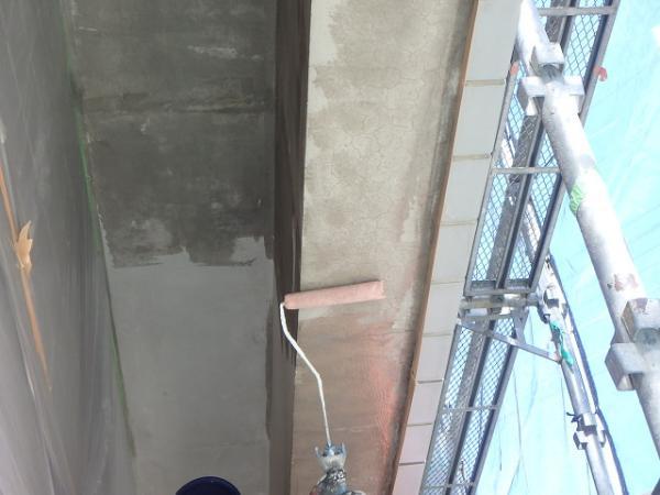 (1) 1階軒天プライマー塗布