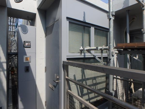 (9) 各住戸玄関廻り塗装