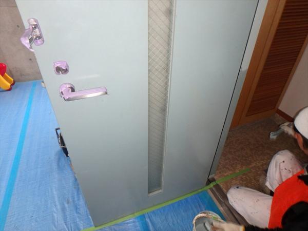 (14)玄関扉内側塗装
