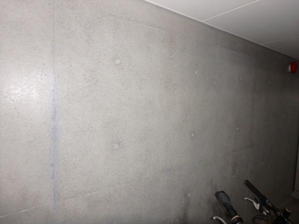 (10)駐輪場壁面塗装2