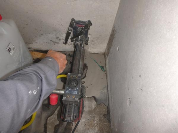 (5)階段吹抜け雨水管設置工事2