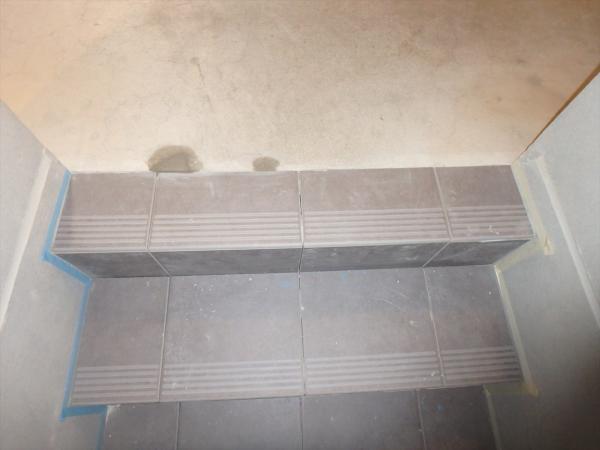 (7)階段タイル貼り工事3