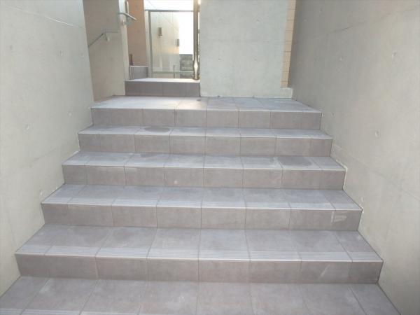 (10)階段タイル貼り工事6