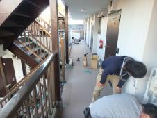 11.共用部廊下長尺シート張り工事