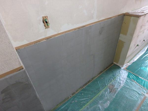 (1) .トイレ壁下地補修1