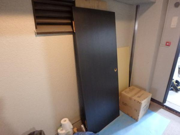 (10)トイレ扉シート貼り1