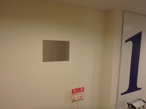 (11)エントランス掲示板設置1